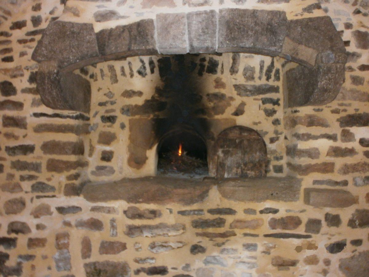 Le four communal de Garrigues. Ce four est allumé tous les derniers dimache du mois d'octobre au mois d'avril.